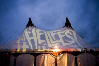 Ce qu'il se passe sous la tente, reste sous la tente